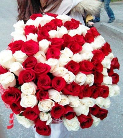 80 Red White Roses Areka Flowers Valentines Flowers Red And White Roses Flowers For Valentines Day