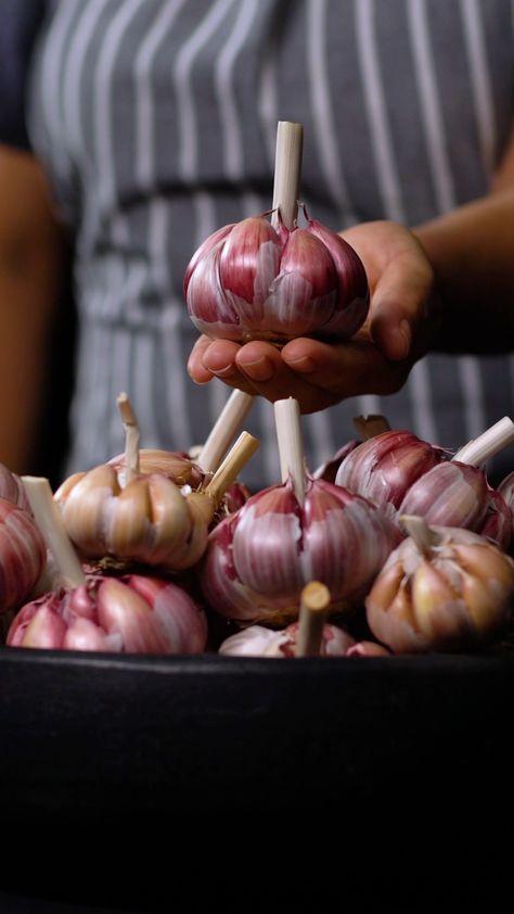 Learn to prepare garlic like an absolute BOSS!