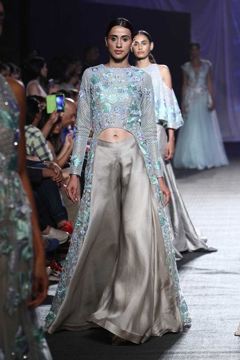 Manish Malhotra Kicks of Lakme Fashion Week Summer/Resort 2016