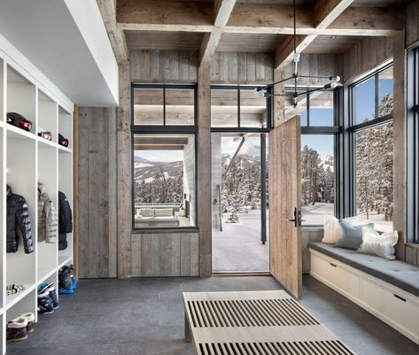 This fabulous two-story modern ski home was designed by renowned architectural studio Locati Architects, located in Big Sky, Montana. Mountain Home Interiors, Modern Mountain Home, Mountain Homes, Cottage Interiors, Mountain Cabins, Mountain Home Plans, Flur Design, Hall Design, Design Design