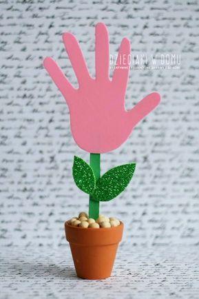 Kwiatek Na Dzien Mamy Dzieciaki W Domu Handprint Crafts Crafts Crafts For Kids