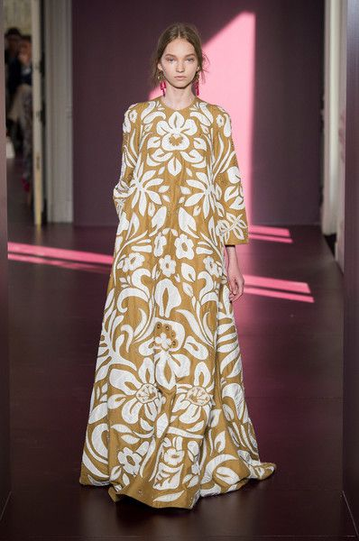 Valentino Couture, Fall 2017 - Every Must-See Dress From Paris Couture Week - Photos