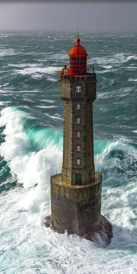landscape pics La Jument lighthouse by Ronan Follic / Lighthouse Lighting, Lighthouse Painting, Lighthouse Pictures, Lighthouse Storm, Lighthouse Decor, Whatsapp Wallpapers Hd, Beacon Of Light, Jolie Photo, Ocean Waves