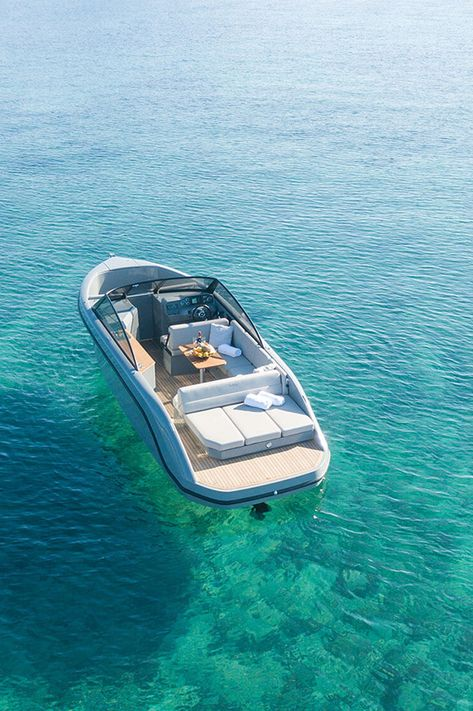 Boat Discover Luxurious bowrider RAND Boats Supreme Electrical propulsion and luxurious motorboat experience. Yacht Design, Boat Design, Ski Boats, Motor Boats, Yatch Boat, Ski Nautique, Luxury Yachts, Luxury Boats, Luxury Pontoon Boats