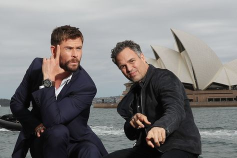 Chris Hemsworth and Mark Ruffalo pose during a photo call for Thor: Ragnarok on October 15, 2017 in Sydney, Australia. - 11 of 16