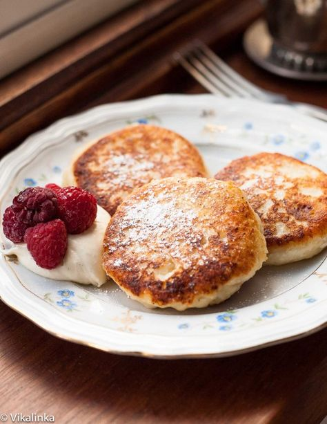 """Russian sweet cheese fritters """"Syrniki"""" - it's like if a pancake and a cheesecake had a baby!"""