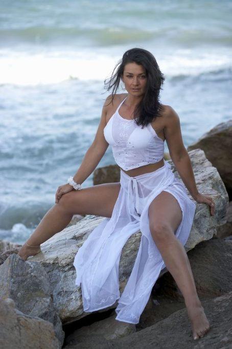 Natalie J. Robb sexy photoshoot