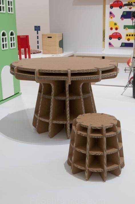 Le Mobilier De Table En Carton Est Une Idee Tres Ecologique Il Est Recyclable C Est Un Gain De Place Mobilier En Carton Meuble En Carton Tuto Carton