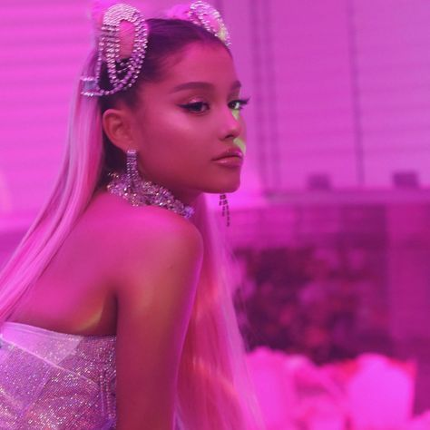 mmirandalaurenn - 7 rings style vibes ariana grande in hot pink and white crystal look Ariana Grande Fotos, Ariana Grande Style, Ariana Grande Grammys, Bad Girl Aesthetic, Aesthetic Photo, Aesthetic Pictures, Aesthetic Black, Aesthetic Videos, Bedroom Wall Collage