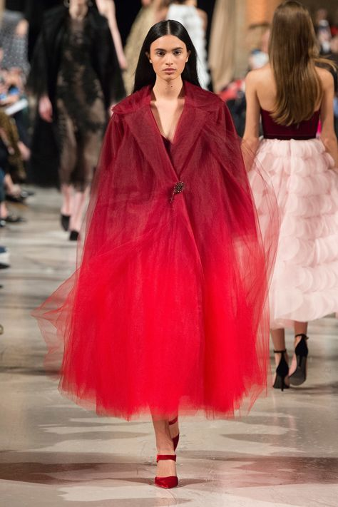 The New York Fashion Week Fall/Winter 2018 Collections have featured many bright colors, especially bright red. It seems that every designer this season has some kind of red in their collectio…