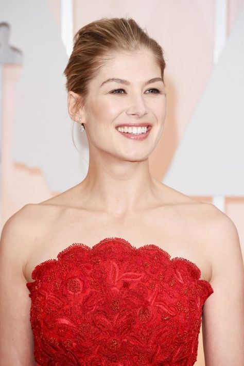Rosamund Pike's Fresh-Faced Glow