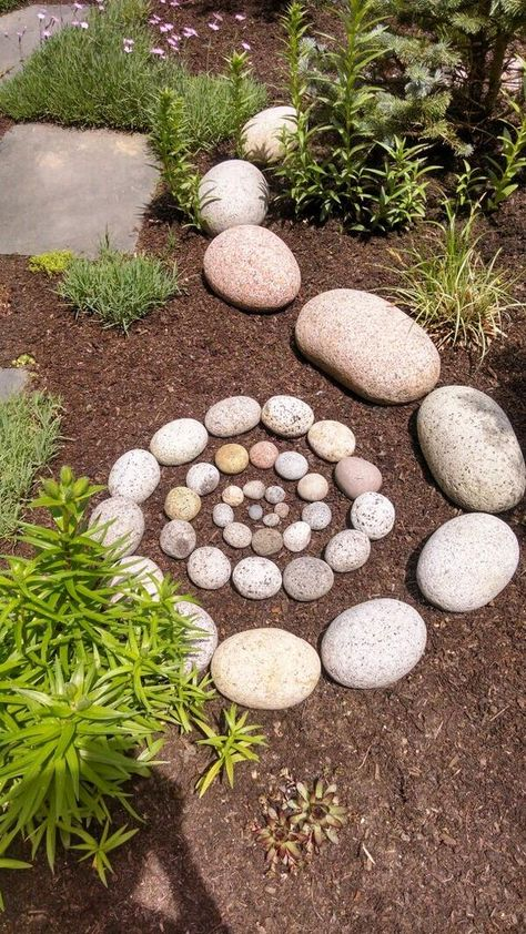 New DIY Garden Rock Ideas Garden paths serve primarily to connect two points. In addition to this practical aspect, however their artistic effect should not be undere Garden Yard Ideas, Diy Garden, Garden Crafts, Garden Paths, Garden Projects, Rock Garden Art, Rock Garden Design, Garden Care, Garden Ideas With Stones
