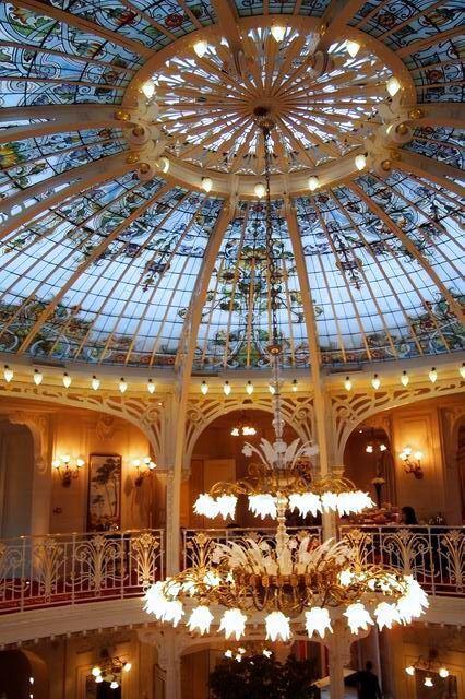 ガラス張り天井を眺めながら優雅な朝食 モナコ エルミタージュ
