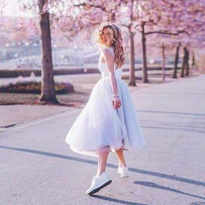 أجمل الأشياء في الدنيا لا يمكن رؤيتها أو لمسها إنما نشعر بها بالقلب White Dress Dresses Fashion