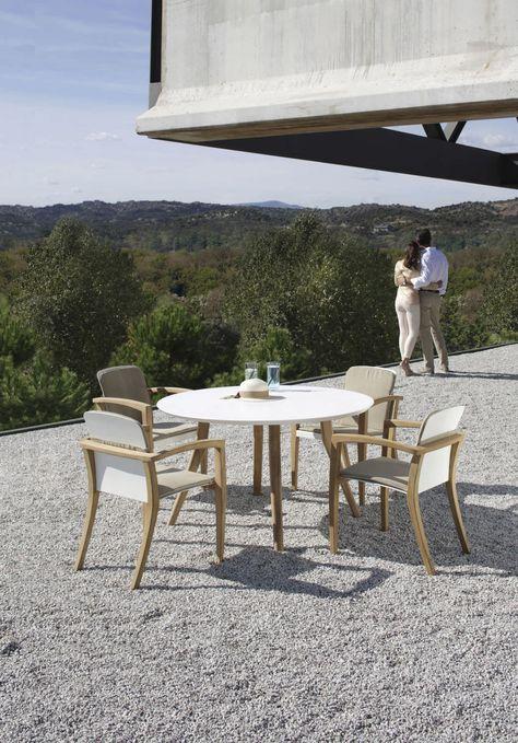 Tavolo Rotondo Da Esterno.Tavolo Rotondo Da Giardino Moderno Zidiz By Kris Van Puyvelde