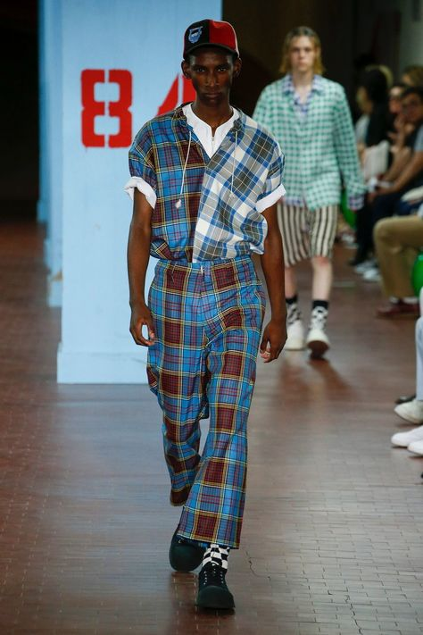 Marni Spring 2019 Menswear collection, runway looks, beauty, models, and reviews.