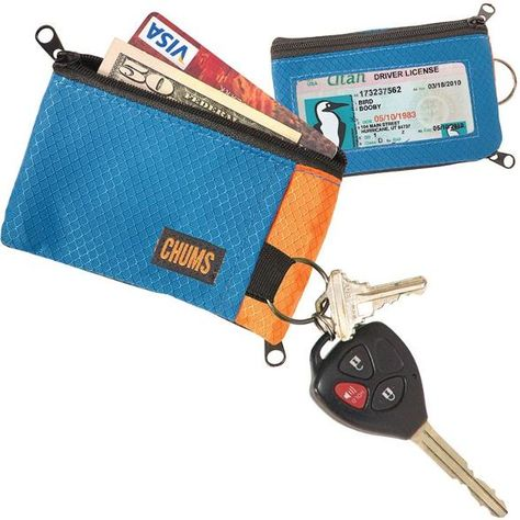 A casual stash wallet with a disappearing key ring, the Chums Surfshorts wallet offers 2 zip pockets for cards and cash, plus an easy-viewing exterior ID window. Compact size fits in most pockets.