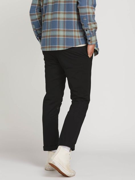From T-shirts, to jackets, swimwear and pants, find the latest Fall men's fashion at Volcom. Shop our selection of casual men's tops and bottoms today! Retro Fashion, Mens Grunge Fashion, 2000s Fashion, London Fashion, Grunge Outfits, Jean Outfits, Frock Fashion, Fashion Hats, Fashion Jewellery