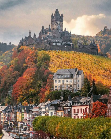 The castle on the hill ~ Cochem, Germany Photo: Awesome pic! - Best Places to Visit X Beautiful Castles, Beautiful Buildings, Beautiful World, Beautiful Places, Wonderful Places, Places To Travel, Places To See, Chateau Moyen Age, Travel Around The World
