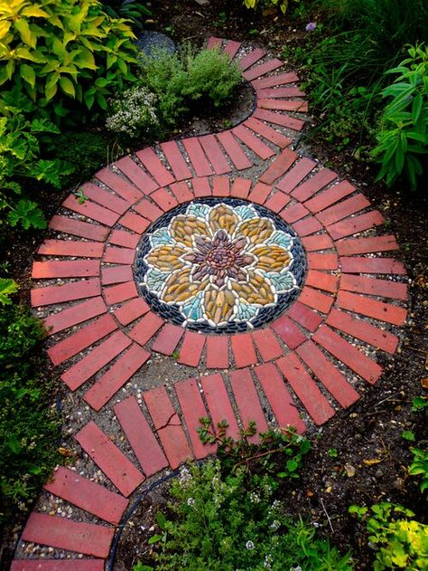 creative diy garden walkway idea Garden paths and walkways can add beauty and whimsy, minimalist chic, or pretty practicality to your garden or lawn. Brick Projects, Mosaic Projects, Diy Projects, Outdoor Projects, Pebble Mosaic, Mosaic Diy, Mosaic Ideas, Mosaic Walkway, Mosaic Designs