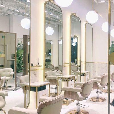 Pin By 家辉 On 美发店 Beauty Salon Decor Hair Salon Interior
