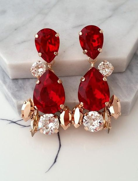 #jewelry #earrings #chandelierearrings #bridesmaidgift #bridalearrings #vintageearrings #swarovskiearrings #chandelierearrings #bridaljewelry #longearrings #longchandelierear #statementearrings #bridaldropearrings #redearrings #rubyearrings #redrubyearrings