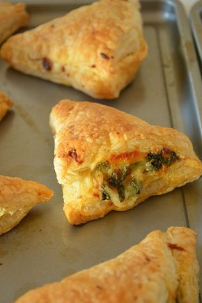 Cheesy Broccoli And Spinach Puffs Puff Pastry Vegetarian Snacks Cheese And Broccoli Puffs Recipe Indian Vegetarian Snacks Puffs Recipe Indian Veg Puff Recipe