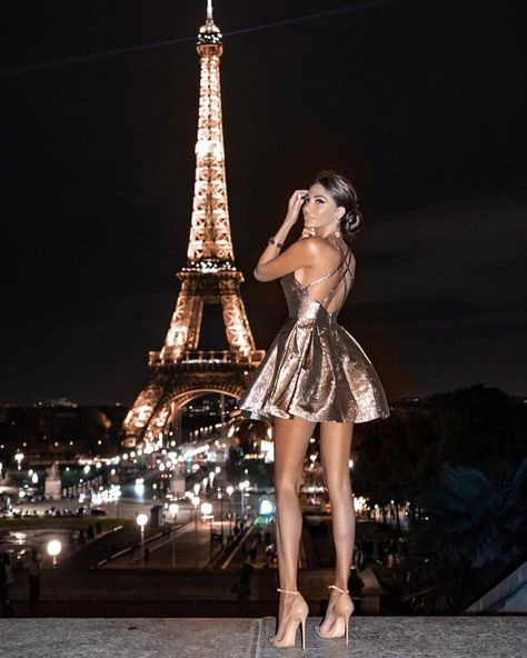 Paris … - Combine Look Metallic Dress, Gold Dress, Boujee Lifestyle, Moderne Outfits, Paris At Night, Classy Aesthetic, Rich Girl, Fashion Beauty, Gold Fashion