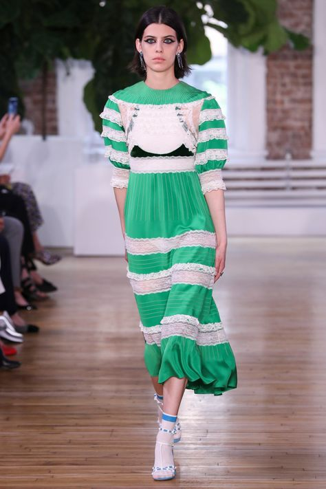 Valentino Resort 2018 Fashion Show Collection: See the complete Valentino Resort 2018 collection.