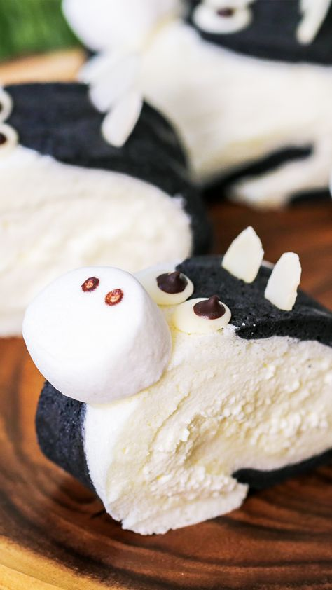 This cake is udderly adorable.