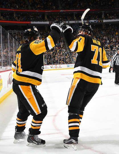 Penguins Mobile: PITTSBURGH, PA - DECEMBER 02: Phil Kessel #81 of ...