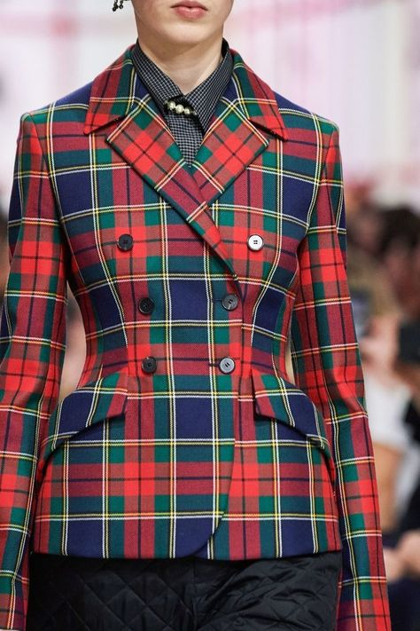 Christian Dior Fall 2019 Ready-to-Wear Collection - Vogue. Look Preppy perfection!