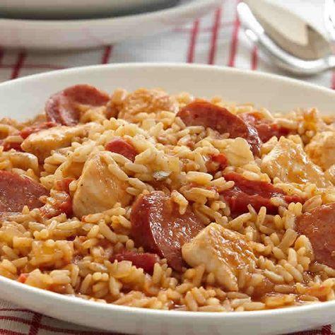 Riz poulet et saucisse - un délicieux plat pour votre diner.