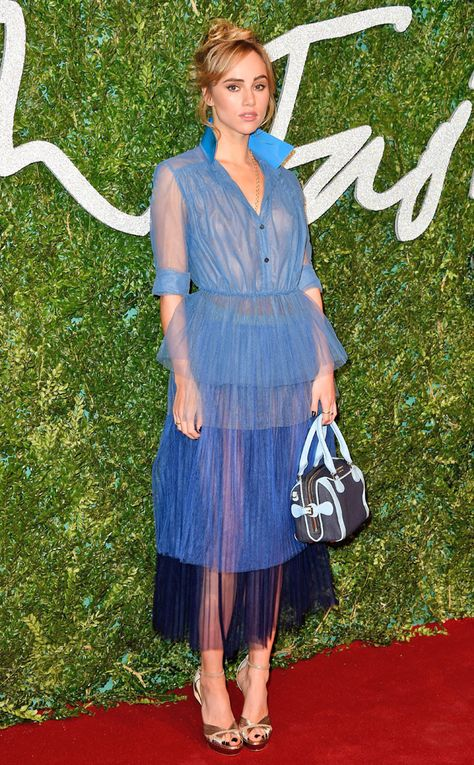 Suki Waterhouse Shirtdress - Suki Waterhouse hit the British Fashion Awards red carpet wearing a sheer Burberry shirtdress in three shades of blue.
