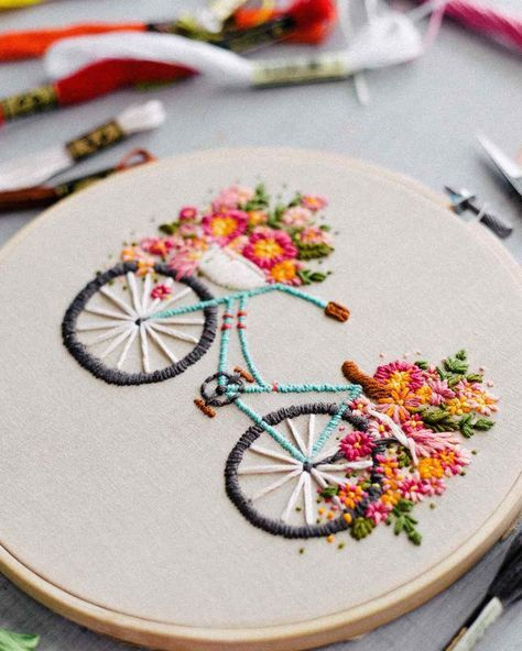 Embroidered Bicycle With Basket Of Flowers Sewing Embroidery Designs Hand Embroidery Patterns Embroidery Patterns Vintage