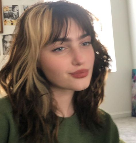 Cut My Hair, Hair Cuts, Hair Inspo, Hair Inspiration, Cabelo Inspo, Hair Color Streaks, Two Color Hair, Hair Dye Colors, Mullet Hairstyle