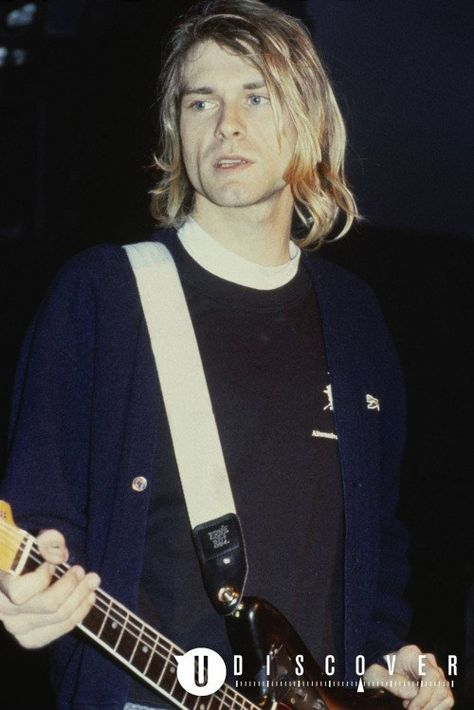 Lets just accept that Kurt Cobain is goddamn handsome ♥