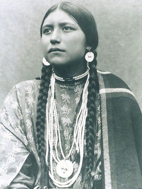 9. Cherokee Nanyehi, Lakota  vintage-native-american-girls-portrait-photography-9-575a68df4ef86__700amérindiennes-amérindiennes
