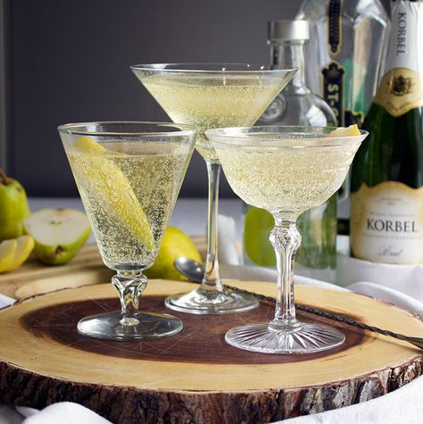 French Pear Martini Best Picture For healthy food snacks For Your Taste You are looking for something, and it is going to tell you exactly what you are looking for, … Cocktail Glass, Cocktail Drinks, Fun Drinks, Yummy Drinks, Alcoholic Drinks, Vodka Cocktails, Cocktail Shaker, Pear Martini, Pear Vodka