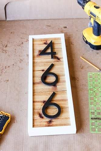 Make your front porch look more inviting by creating a DIY house number sign, sharing the full step-by-step tutorial! Update your homes curb appeal by creating a DIY modern house number sign for your front porch. See how simple the process can be. Design Blog, Home Design, Yard Design, Design Ideas, Diy Wood Projects, Home Projects, Easy Woodworking Projects, Home Renovation, Home Remodeling