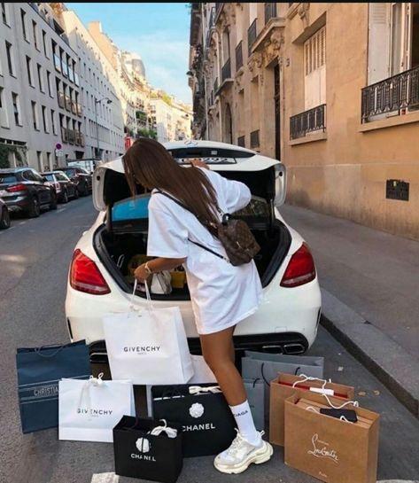 Boujee Lifestyle, Luxury Lifestyle Fashion, Luxury Fashion, Pinke Outfits, Mode Poster, Boujee Aesthetic, Billionaire Lifestyle, Luxe Life, Rich Girl