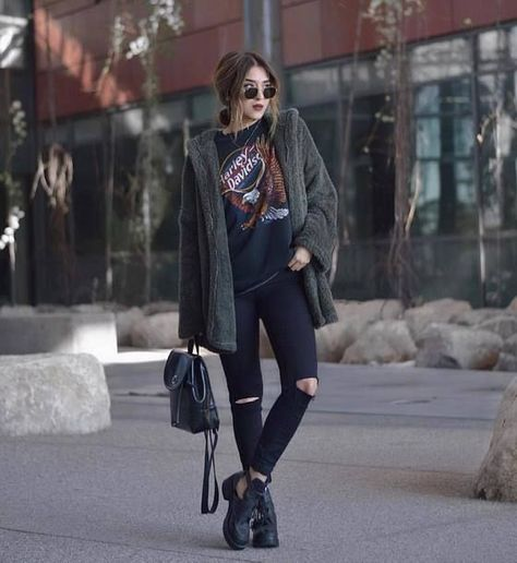 Photo Street style: ripped jeans + printed top / grunge outfit from Amazing Ideas on Wearing Knitted Outfits