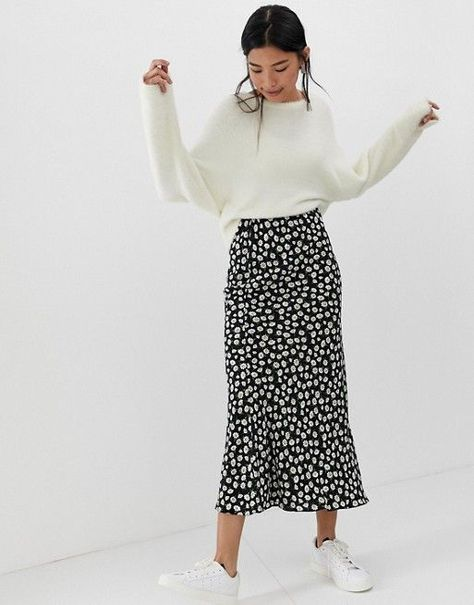 DESIGN daisy print bias cut maxi skirt - Long skirt outfits for fall - Mode Outfits, Casual Outfits, Fashion Outfits, Korean Outfits, Fashion Skirts, Modest Work Outfits, Modest Winter Outfits, Long Skirt Fashion, Fashion Tips