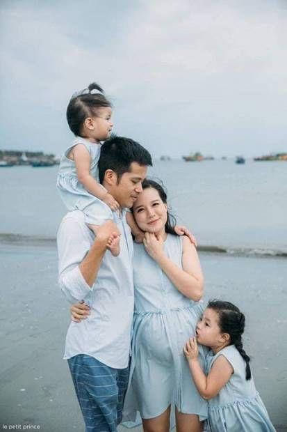 فوتوسيشن عائلي مليء بالحب مع الاطفال علي البحر Family Photo Sessions Photo Sessions Family Photos
