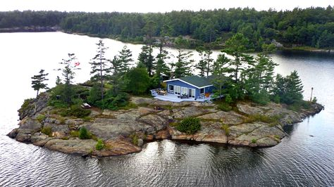 Now THIS would be a great family/friend trip idea!  http://www.narcity.com/toronto/7-cheap-private-islands-you-can-rent-with-your-friends-in-ontario/