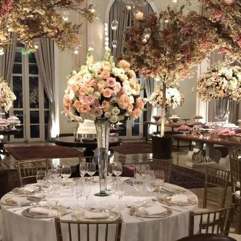 White Wedding Decorations, Quince Decorations, Wedding Centerpieces, Wedding Dress Bustle, Muslimah Wedding Dress, Wedding Reception Backdrop, Wedding Table, Hanging Flowers Wedding, Decoration Buffet