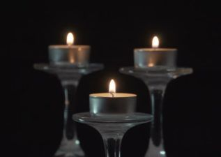 پیام تسلیت فوت مادر با انواع متن های رسمی و صمیمی Tea Light Candle Tea Lights Candles