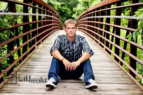 18 Winning Senior Picture Ideas for Guys, Senior pictures poses, Boy Senior Portraits, Senior Boy Poses, Photography Senior Pictures, Teen Photography, Guy Poses, Senior Session, Photography Lighting, Photography Ideas For Teens, Watermark Photography