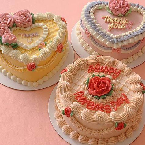 Pretty Birthday Cakes, Pretty Cakes, Beautiful Cakes, Amazing Cakes, Cake Birthday, Korean Cake, Cute Baking, Milk Shakes, Think Food