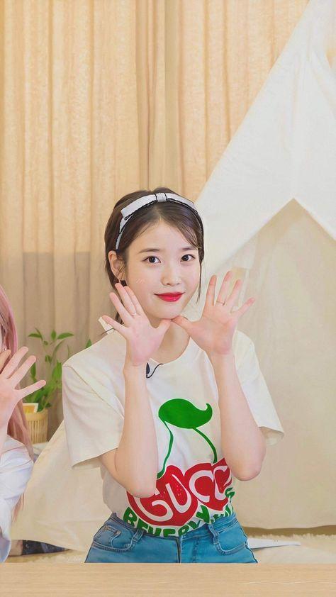 Iu S Homebody Signal In 2020 Korean Actresses Cute Korean Girl Kpop Girls
